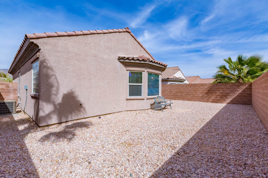 Backyard, bench, Real estate, Real estate images, home, homes, houses, apartments, Real estate Photography, Corporate Photo, Photo Editing, Post-Production, Recap, Adobe Premiere, Editing, Photographer, Photographers in Las Vegas, professional Photography,