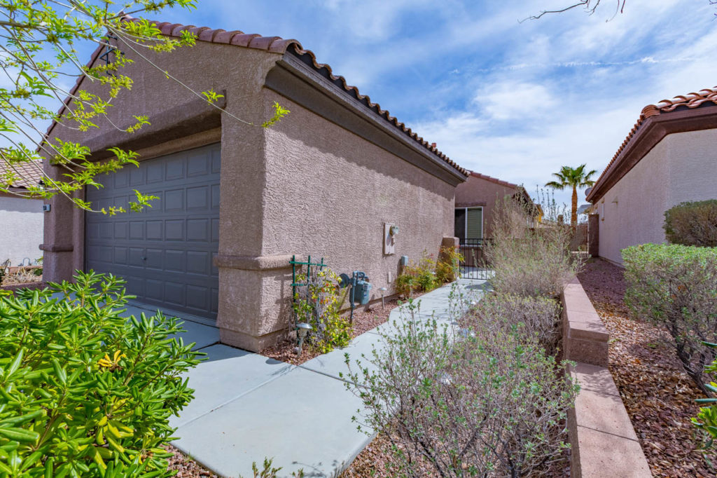 Garage, walk way, Real estate, Real estate images, home, homes, houses, apartments, Real estate Photography, Corporate Photo, Photo Editing, Post-Production, Recap, Adobe Premiere, Editing, Photographer, Photographers in Las Vegas, professional Photography,